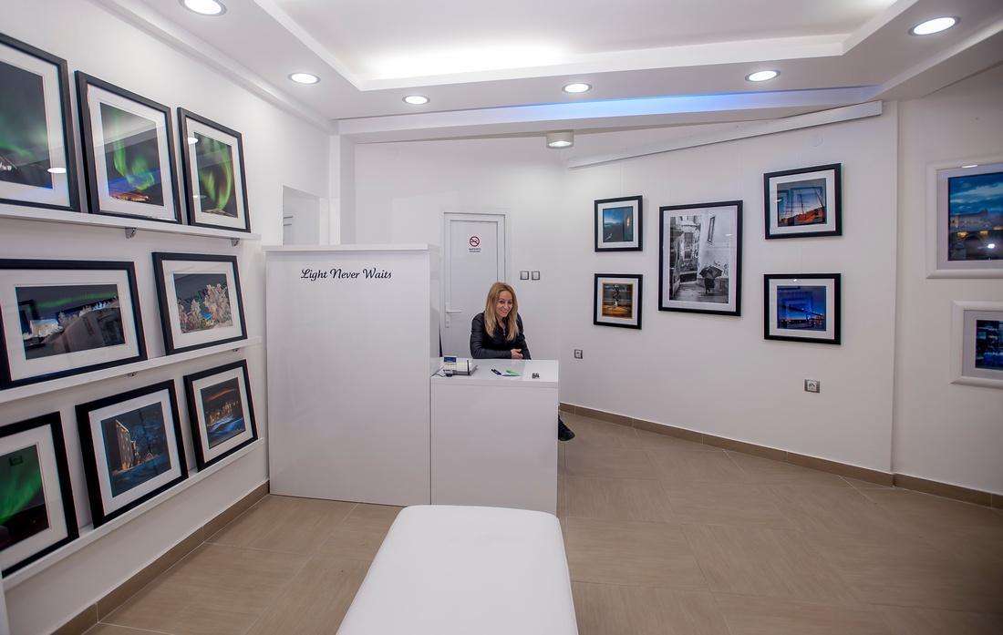 "Viki i  vårt galleri ""Light Never Waits"" i Strumica"